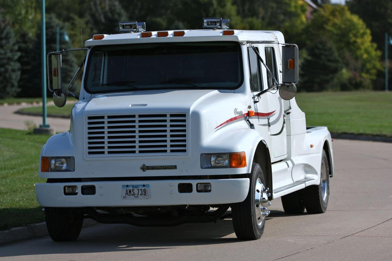 05 International 4700LP Crew Cab
