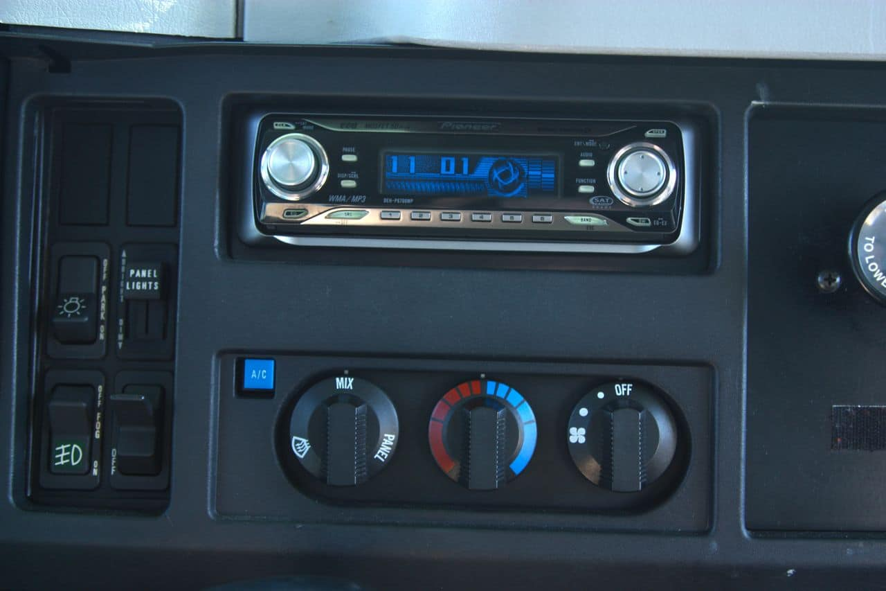 48 International 4700 AC and Pioneer Stereo