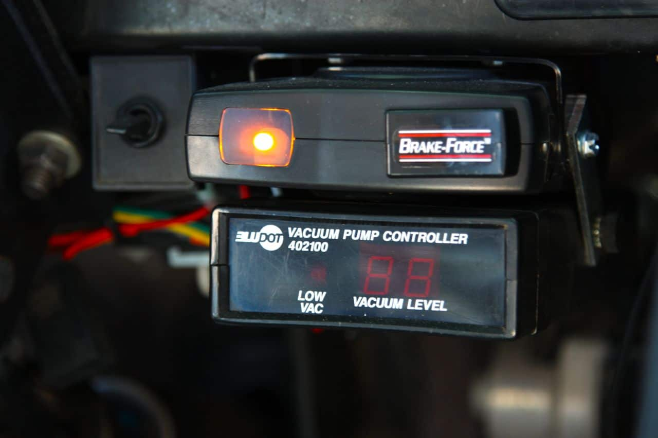 51 International 4700  Brake Controllers