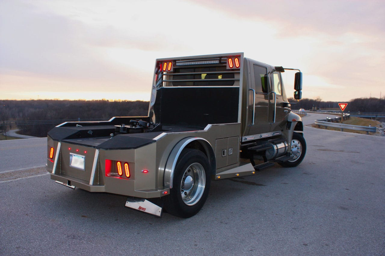 2 L Customs Hauler International
